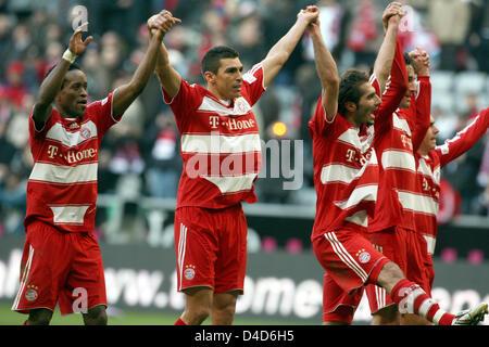 (L-R) Munich's Ze Roberto, Lucio, Hamit Altintop and Luca Toni celebrate winning the Bundesliga match FC Bayern - Stock Photo