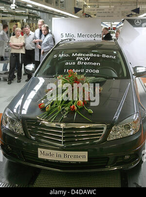 Staff of the mercedes benz plant in bremen celebrate the for Mercedes benz of buckhead staff