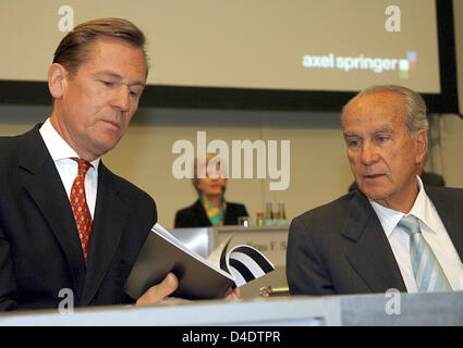 CEO of Axel Springer AG, Mathias Doepfner (L), chats with the chairman of the supervisory board Giuseppe Vita during - Stock Photo