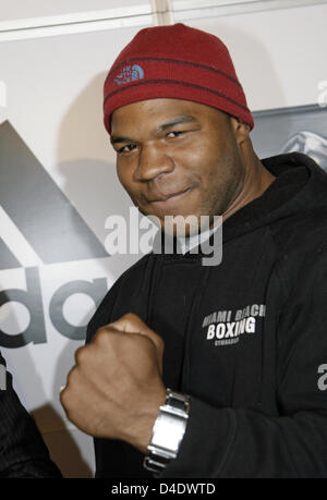 Darnell Wilson (USA) poses at a press conference in Stuttgart, Germany, 28 April 2008. Wilson will fight against - Stock Photo
