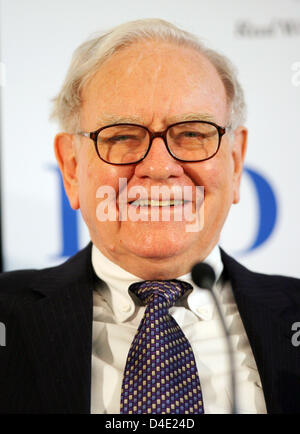 US-Investor Warren Buffett gives a press conference in Frankfurt Main, Germany, 19 May 2008. His Berkshire Hathaway - Stock Photo
