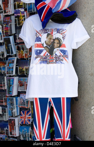 Souvenir shop in London selling all things British - Stock Photo