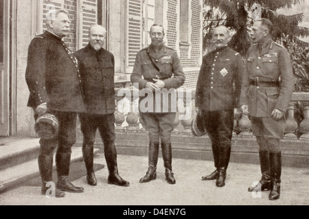 A meeting British General Headquarters behind Somme Front in France 1916 Left right: General Joffre President France - Stock Photo