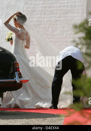 Marie Chevallier arrives for the church wedding of Prince Joachim and Marie Cavallier in Mogeltonder, Denmark, 24 May 2008. Photo: Albert Philip van der Werf (NETHERLANDS OUT)
