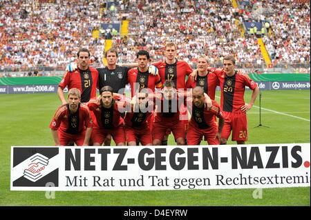 Germany's Christoph Metzelder (back L-R), goalkeeper Jens Lehmann, team captain Michael Ballack, Per Mertesacker, - Stock Photo