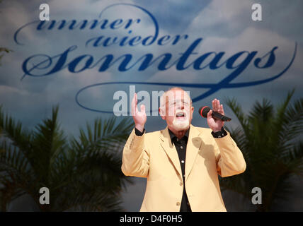 Singer Roger Whittaker performs at the TV music show 'Immer wieder Sonntags' ('Sunday again and again') at Europapark - Stock Photo