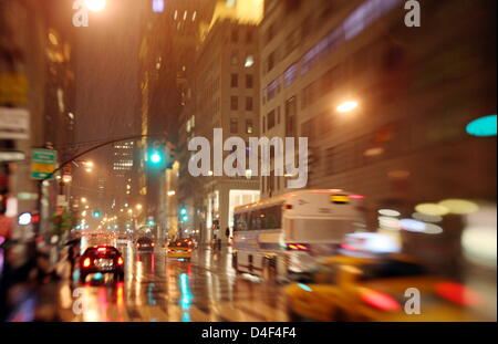 The 5th Avenue pictured at night in Manhatten, New York, USA, 17 May 2008. Photo: Kay Nietfeld - Stock Photo