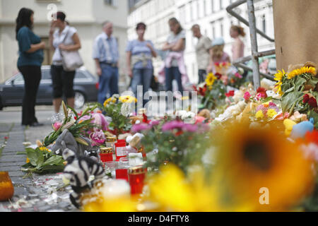 Passersby stand in front of the primary school the murdered eight-year-old Michelle went to in Leipzig, Germany, - Stock Photo
