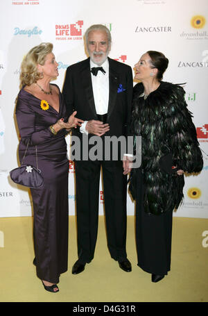 Claudia Rutt (L-R), director of DKMS (German Bone Marrow Donor Centre), British actor Christopher Lee and his wife - Stock Photo