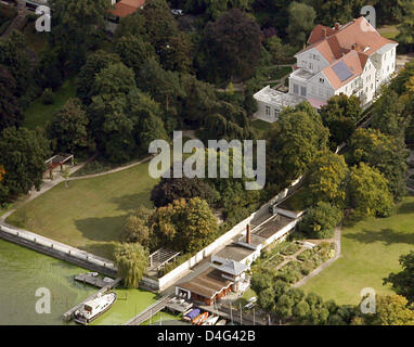 Aerial view on 'Palais Parkschloss' mansion at the Wannsee lake in Berlin, Germany, 25 September 2008. Hollywood's - Stock Photo