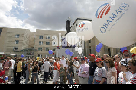 Members of 'Democrats Abroad' party with balloons supporting Barak Obama, Democratic candidate for U.S President, - Stock Photo
