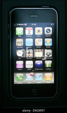 Apple's new iPhone 3G in Hamburg, Germany, 2 July 2008. iPhone 3G will be available at stores in 22 countries from - Stock Photo