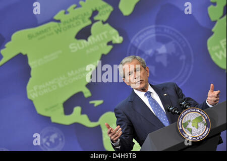 US President George W. Bush gives a final press conference after the Washington Finance Summit at the National Building - Stock Photo