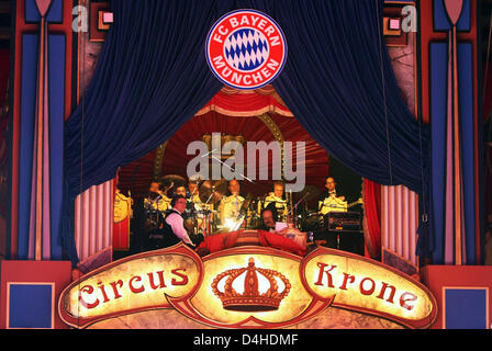 The band plays during the FC Bayern Circus gala 2008 at Circus Krone in Munich, Germany, 08 December 2008. Photo: - Stock Photo