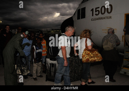 Coast Guard wings Evacuate nearly 140 U.S. personnel from Haiti - Stock Photo