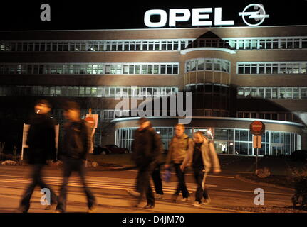 Opel-employees leave the factory after their night shift in Bochum, Germany, 18 February 2009. They have followed - Stock Photo