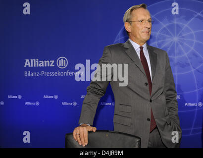 CEO of Allianz, Michael Diekmann, is pictured prior to the balance press conference in Munich, Germany, 26 February 2009. After selling subsidiary ?Dresdner Bank? and also due to the financial crisis, Europe?s largest insurer has suffered a lost of 2.4 billion euro during the last year, as announced by Allianz SE in Munich. Photo: PETER KNEFFEL
