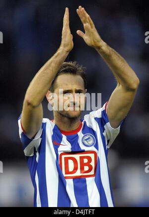 Hertha?s Josip Simunic claps his hands after the Bundesliga match Hertha BSC Berlin vs Borussia Moenchengladbach - Stock Photo
