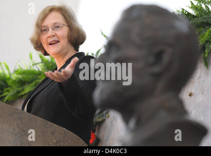 US biologist Elisabeth H. Blackburn from San Francisco stands next to a bust of Paul Ehrlich and talks during the - Stock Photo
