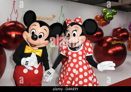 Mickey und Minnie Maus arrive at the premiere of the new Disney show ?Mickeys Magical Party? at Disneyland Resort - Stock Photo