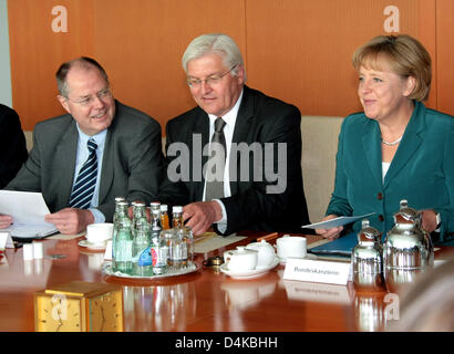 German Chancellor Angela Merkel (R-L), Vice Chancellor and German Foreign Minister Frank-Walter Steinmeier and German - Stock Photo