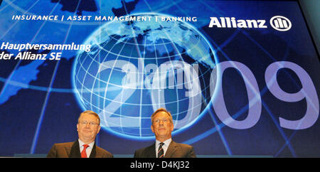 CEO of Allianz, Michael Diekmann (R) and chairman of the board Henning Schulte-Noelle pictured at the insurance company?s general meeting in Munich, Germany, 29 April 2009. Europe?s largest insurance company Allianz still gives no prospect for the ongoing year due to the global financial and economic crisis. Photo: FRANK LEONHARDT