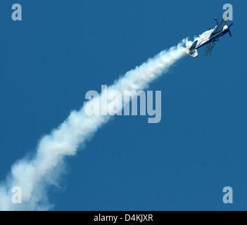 German aerobatics pilot Uli Dembinski performs a looping in his smoke-trailing Russian Jakowlew Jak-55 plane during - Stock Photo