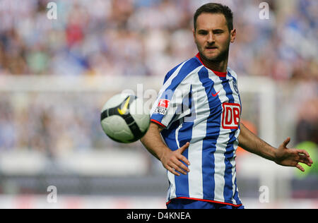 Berlin?s Josip Simunic leads the ball during the Bundesliga matchday 31 tie Hertha BSC Berlin vs VfL Bochum at the - Stock Photo