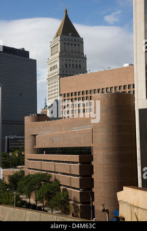 The Murry Bergtraum High School for Business Careers viewed from the Brooklyn Bridge in New York - Stock Photo