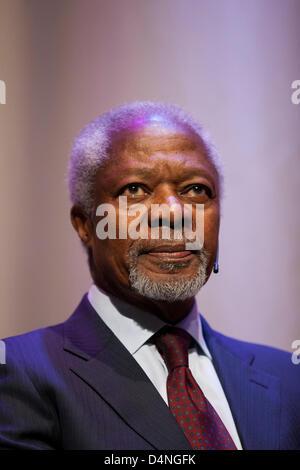 Former UN Secretary-General Kofi Annan sits on stage during a reading of his book 'Ein Leben in Krieg und Frieden' - Stock Photo