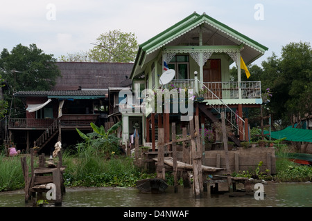 Old thai wooden house on amphawa canal that will be for Thai classic house 2