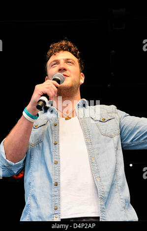 Belfast, Northern Ireland. 17th March, 2013. David Julien, finalist on the TV show 'The Voice' sings at the annual - Stock Photo