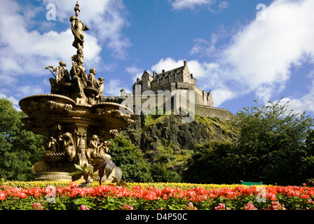 fountain and castle from princes st gardens - Stock Photo