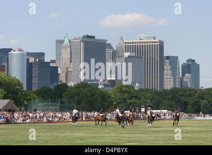 The picture shows the Manhattan Polo Classic match on Governors Island in New York, USA, 30 May 2009. The Manhattan - Stock Photo