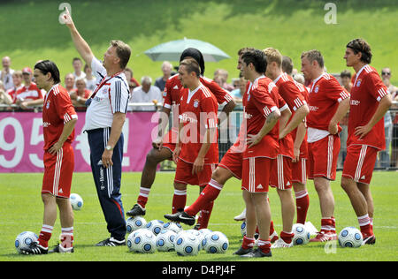 Louis van Gaal (2-L), new head coach of German Bundesliga soccer club FC Bayern Munich, is pictured with his players - Stock Photo