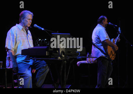 US musician Brian Wilson performs during a stop of his ?Greatest Hits? tourf in Munich, Germany, 04 July 2009. The former Beach Boy is in Germany for dates on 05, 08, and 09 July. Photo: Felix Hoerhager