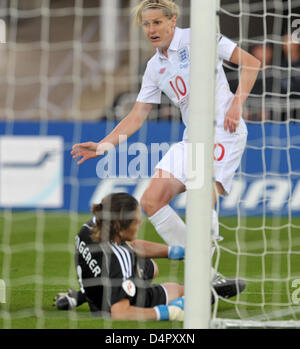 England?s Kelly Smith (R) puts the 2-1 past Germany?s Nadine Angerer (L) during the UEFA Women?s EURO 2009 final - Stock Photo
