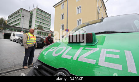 A police car stands in front of the police station in Passau, Germany, 25 September 2009. A police officer was seriously - Stock Photo
