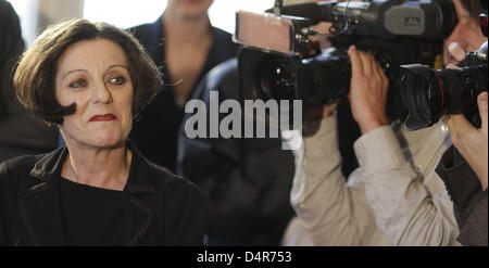 Nobel Prize laureate Hertha Mueller (L) arrives at a press conference in Berlin, Germany, 08 October 2009. Herta - Stock Photo