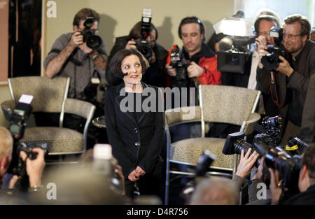 Nobel Prize laureate Hertha Mueller (C) poses for photographers at a press conference in Berlin, Germany, 08 October - Stock Photo