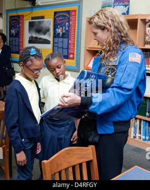 STS-127 Crew Visit to Anne Beers Elementary (200909240001HQ) - Stock Photo
