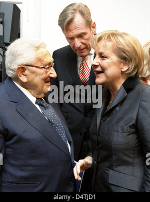 Former US Secretary of State and recipient of the Nobel Peace Prize Henry Kissinger (L) talks German Chancellor - Stock Photo