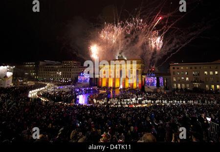 Fireworks illuminate the Brandenburg Gate in Berlin, Germany, 09 November 2009 during celebrations marking the 20th - Stock Photo
