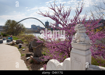 Statue In Des Moines Iowa Usa Stock Photo Royalty Free Image 21312283 Alamy