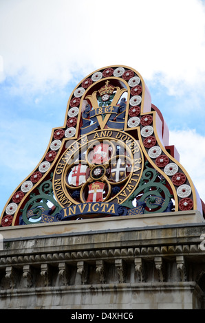 Badge of the LCDR - London Chatham and Dover Railway - from the first Blackfriars Railway Bridge. Dated 1864 and - Stock Photo