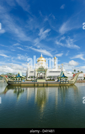 View of Omar Ali Saifuddien Mosque, Bandar Seri Bengawan, Brunei, Borneo, Asia. - Stock Photo