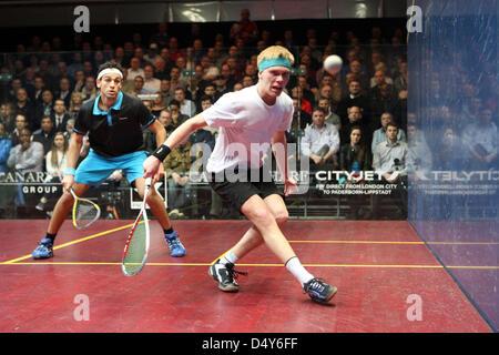 London, UK. 20th March 2013. Mohamed El Shorbagy (Blue Shirt Egypt) (3) against Henrik Mustonen (White Shirt Finland) - Stock Photo