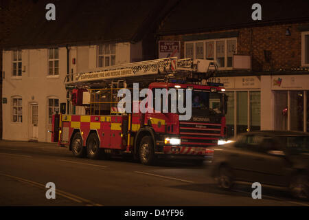 Tamworth, Staffordshire, UK. 20th March 2013. Fire rips through nightclub. Heavy duty ladder tender on standby at - Stock Photo