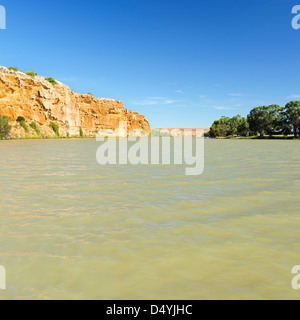 The mighty Murray River passing through high cliffs in South Australia - Stock Photo