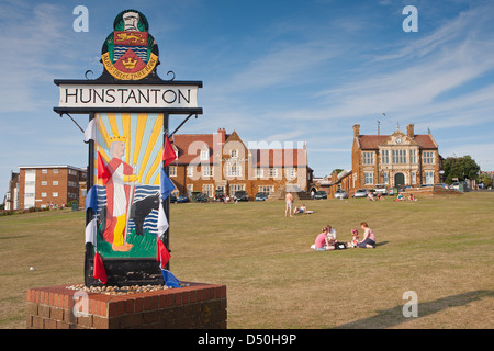 GB; UK; NORFOLK; HUNSTANTON; SIGN; FAMILY; SEASIDE; ENGLAND; VILLAGE; GREEN; PARK - Stock Photo